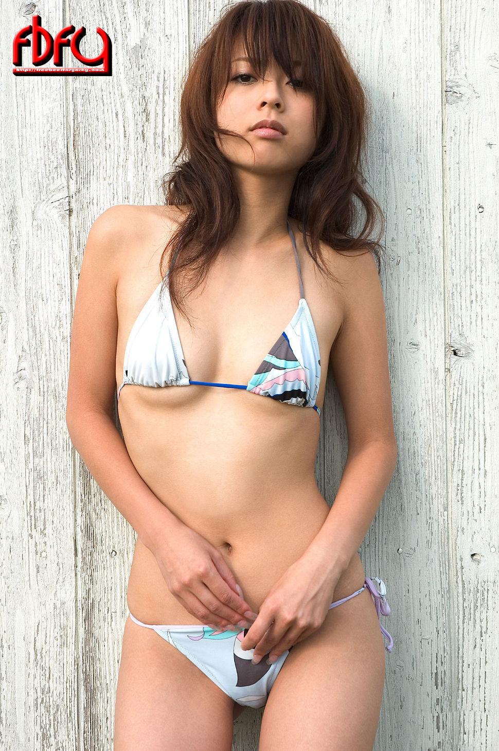 Японки в купальниках 17 фотография